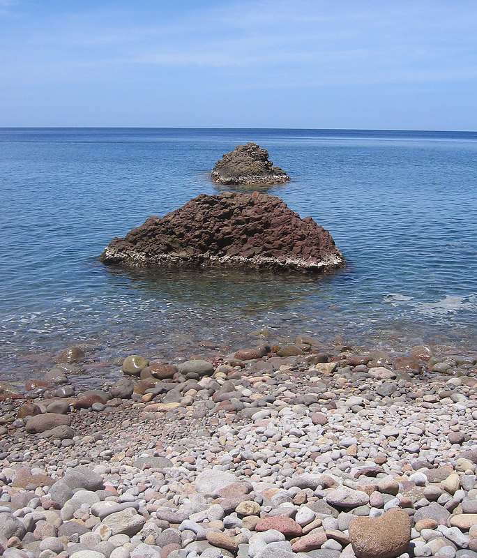 <b>Rock formations at Champagne Beach</b>   (Mar 20, 2006, 11:28am)  <p align=left>These two rock formations are just off shore at Champagne Reef.  The snorkeling area, with the rising bubbles, is down the beach to the left.  You can also get a good feel for the beach in this picture, which is all pebbles with no sand.</p>
