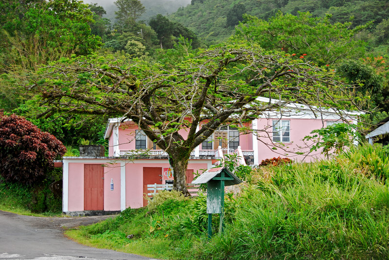 <b>Pink house in Laudat</b>   (Mar 21, 2006, 07:53am)  <p align=left>This house was at the side of the road in Laudat, where we stopped for a few minutes on our way to the trail head for the boiling lake hike.</p>