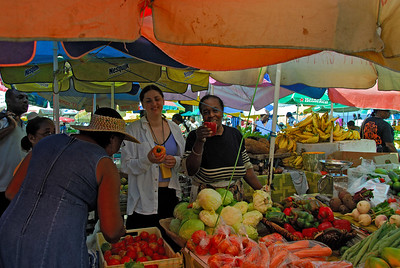 Daphne at the Roseau market   (Mar 24, 2006, 09:17am)  Daphne poses for this picture with one of the local vendors.