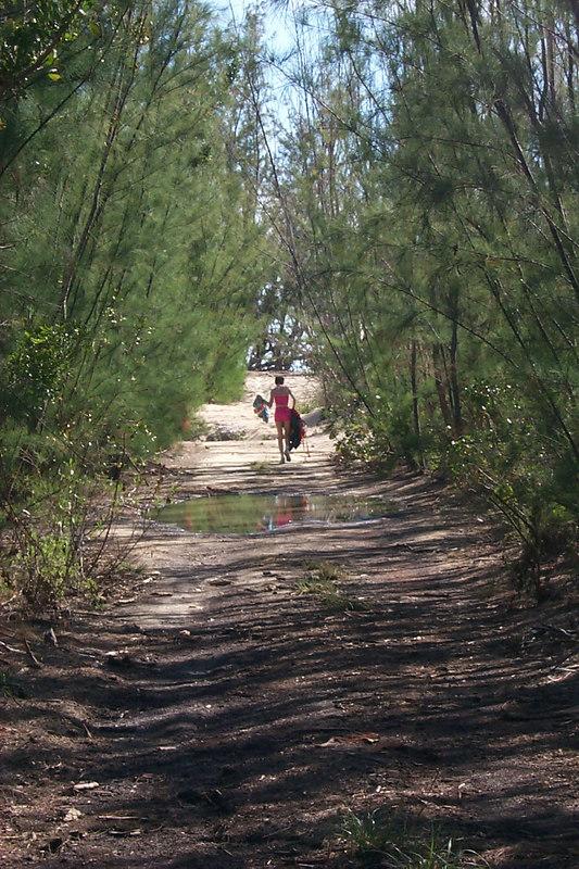 <b>Beth Walks Towards Goulding Cay Beach</b>   (Apr 16, 2000, 04:35pm)