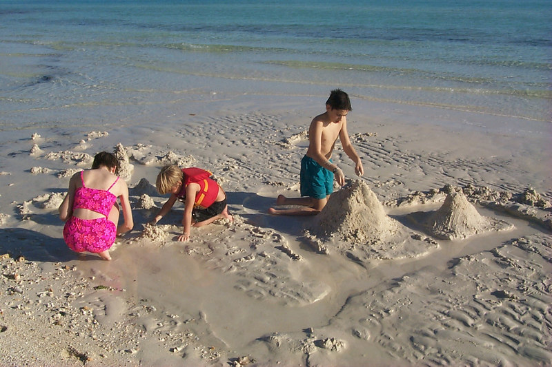 <b>Kids Playing in Sand</b>   (Apr 16, 2000, 05:54pm)