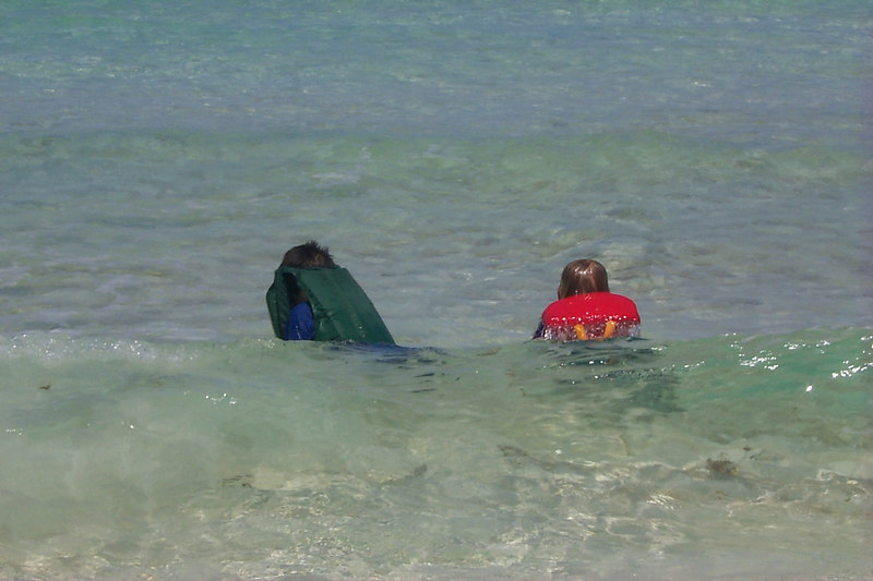 <b>Ben and Amos Play in Surf</b>   (Apr 18, 2000, 02:45pm)