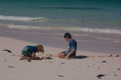 Amor and Ben Dig in at Club Med Beach   (Apr 19, 2000, 03:57pm)