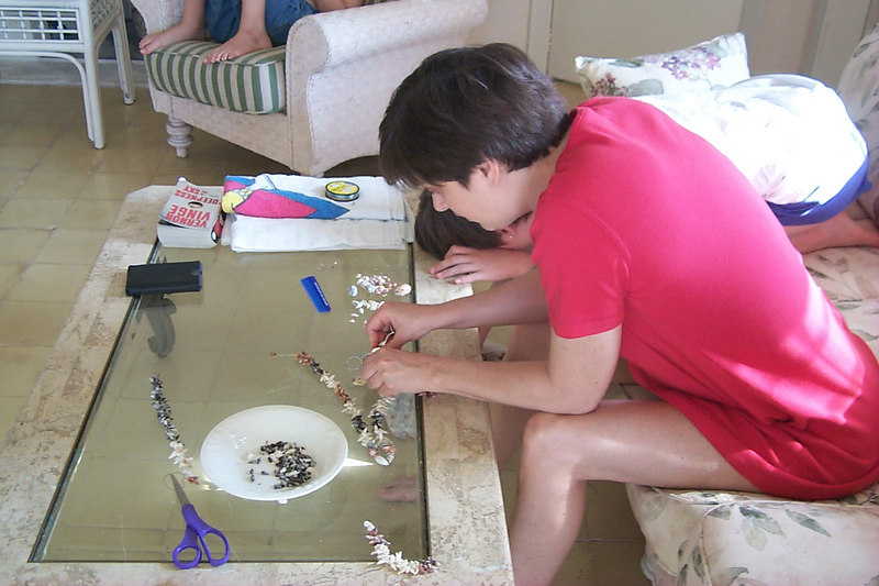 <b>Daphne Works on Another Necklace</b>   (Apr 19, 2000, 09:23am)