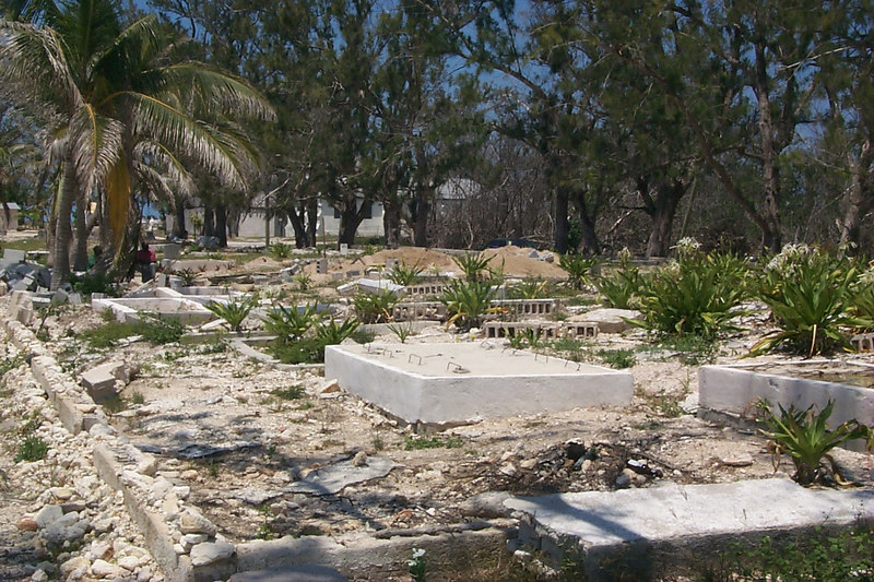 <b>Cementery at Governers Harbor Waterfront</b>   (Apr 19, 2000, 12:45pm)