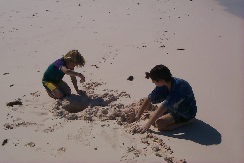 <b>Amos and Ben Digging in Sand</b>   (Apr 19, 2000, 03:58pm)