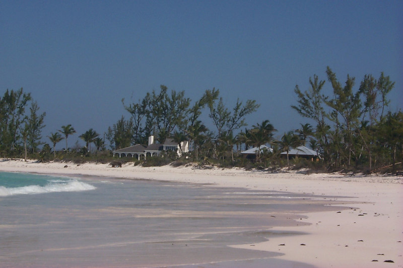 <b>Houses on Club Med Beach</b>   (Apr 19, 2000, 04:00pm)