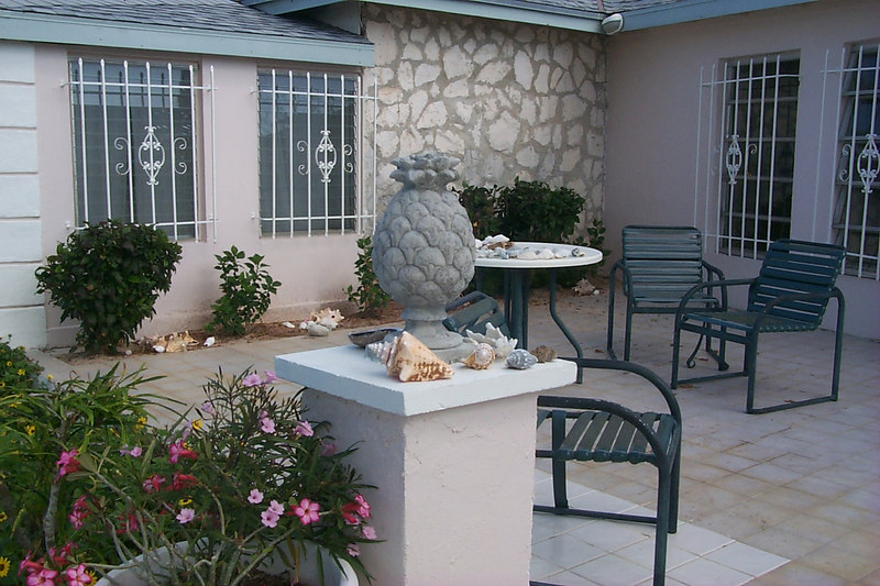 <b>Pinapple and Shells in Front of House</b>   (Apr 21, 2000, 09:29am)