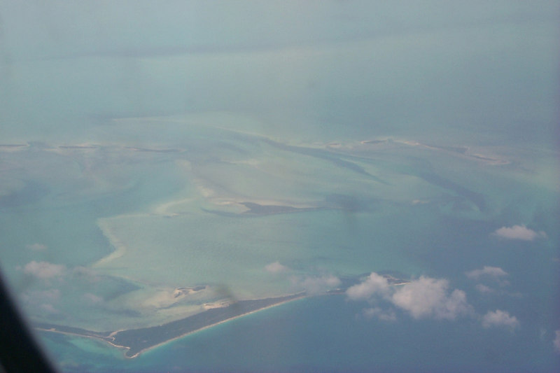 <b>Some Bahama Islands from Airplane</b>   (Apr 21, 2000, 01:26pm)