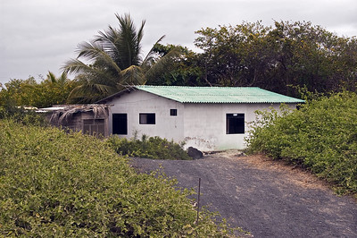 Another building in Puerto Villamil   (Dec 10, 2005, 11:36am)