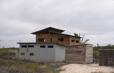 Building in Puerto Villamil   (Dec 10, 2005, 11:36am)