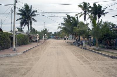 Main street Puerto Villamil   (Dec 10, 2005, 11:40am)