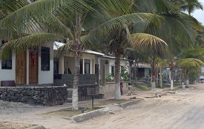 Houses along our route through Puerto Villamil   (Dec 10, 2005, 01:07pm)