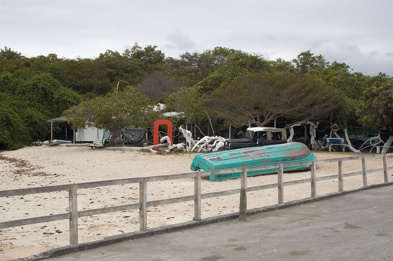 <b>Beach bar at Puerto Vallamil</b>   (Dec 10, 2005, 11:35am)