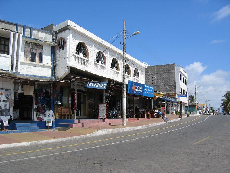 <b>Waterfront shops in Puerto Ayora</b>   (Dec 11, 2005, 10:49am)