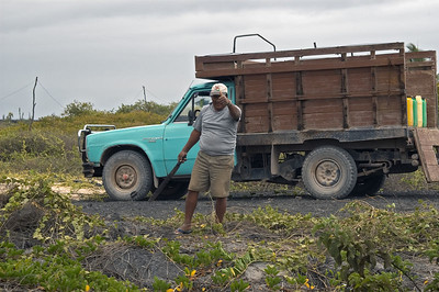 Friendly Isabela Island publics works crew   (Dec 10, 2005, 11:37am)