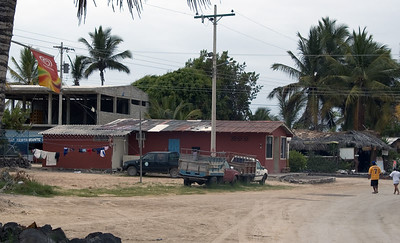 Buildings in Puerto Villamil, Isabela Island   (Dec 10, 2005, 01:08pm)