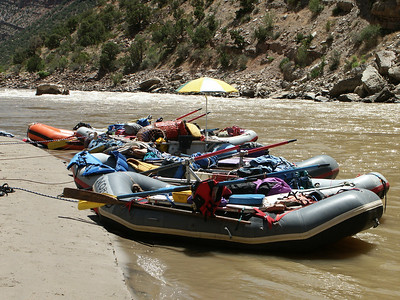 Rafts parked for lunch break   (Jun 29, 2003, 11:55am)
