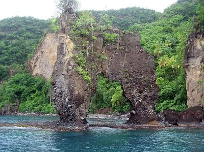 Rock formation outside of Wallilabou Bay   (Jul 15, 2004, 11:13am)