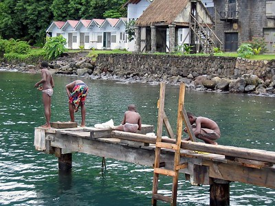 Local children fishing in Wallilabou Bay   (Jul 15, 2004, 01:28pm)