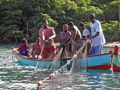 Fisherman in the Petit Byahaut bay   (Jul 15, 2004, 08:13am)