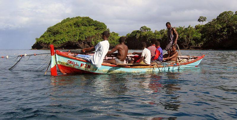 <b>Fisherman in the Petit Byahaut bay</b>   (Jul 15, 2004, 08:10am)