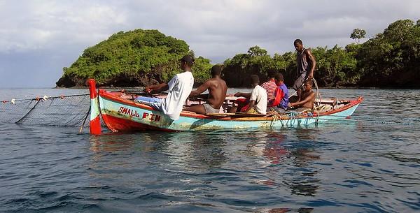 Fisherman in the Petit Byahaut bay   (Jul 15, 2004, 08:10am)