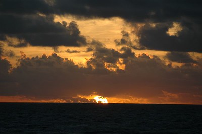 Sunrise over the Atlantic Ocean   (Jul 24, 2004, 05:50am)