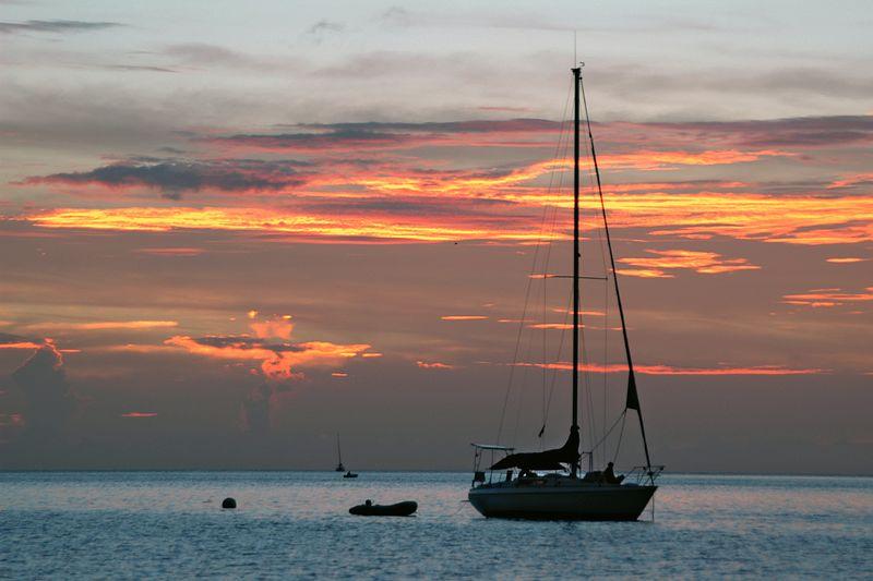 <b>Sunset in Admiralty Bay</b>   (Jul 18, 2004, 06:41pm)