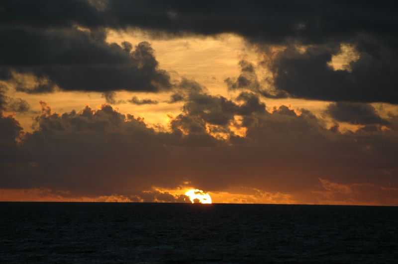 <b>Sunrise over the Atlantic Ocean</b>   (Jul 24, 2004, 05:50am)