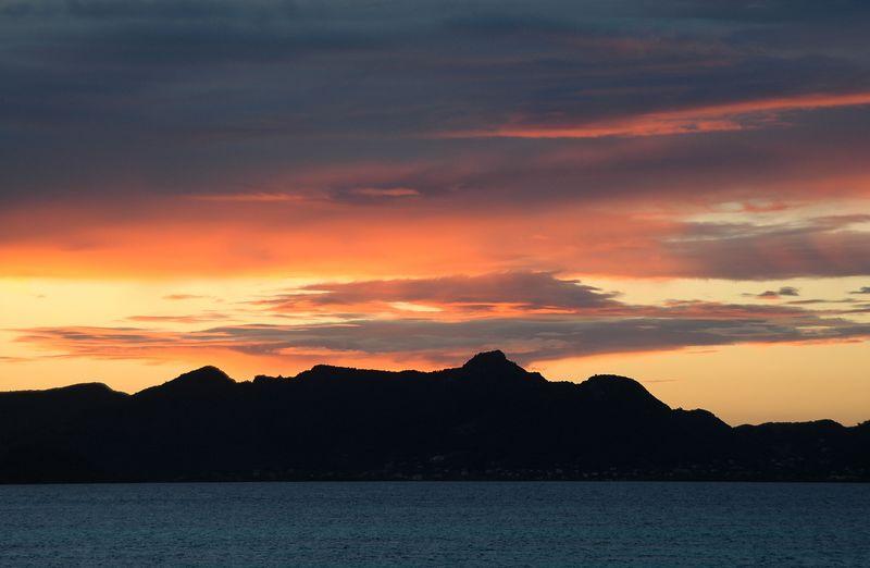 <b>Sunset over Union Island</b>   (Jul 23, 2004, 06:37pm)
