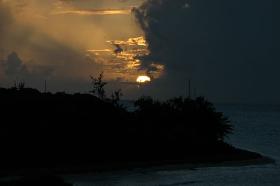 Setting sun over Conch Bay, PSV   (Jul 26, 2004, 06:28pm)