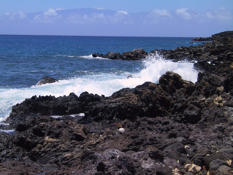 <b>Waves crash at Lapakahi waterfront</b>   (Jul 15, 2001, 12:57pm)