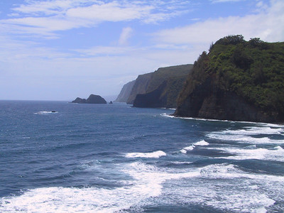 North shore of Hawaii seen from Pololu Beach   (Jul 15, 2001, 11:02am)