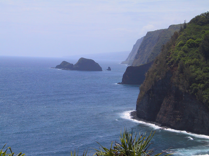 <b>North shore of Hawaii from trail to Pololu Beach</b>   (Jul 15, 2001, 10:52am)
