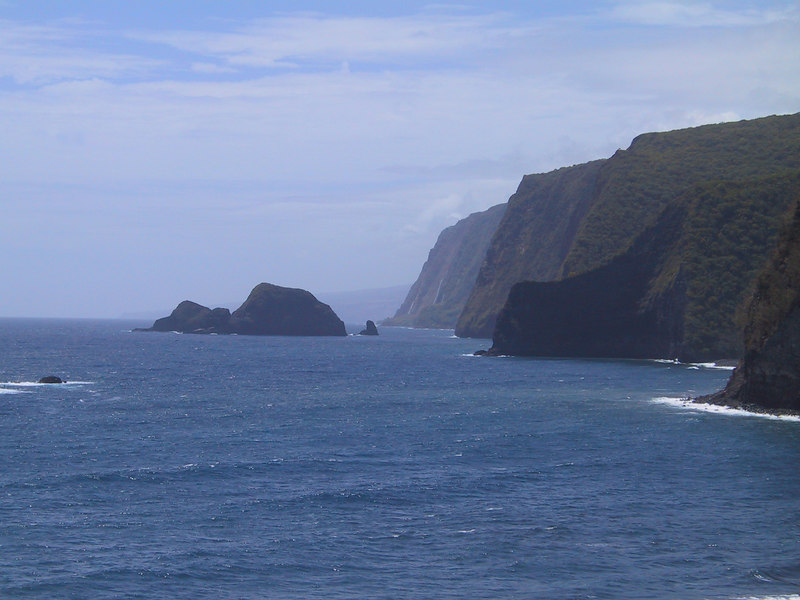 <b>Look in the distance for waterfalls on north shore of Hawaii</b>   (Jul 15, 2001, 11:03am)