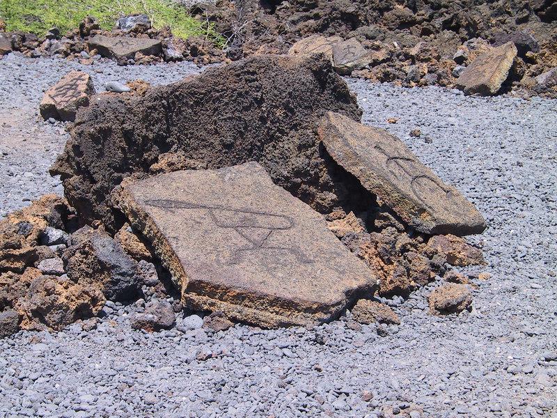 <b>Petroglyphs at start of Malama Petroglyph Trail</b>   (Jul 15, 2001, 02:00pm)