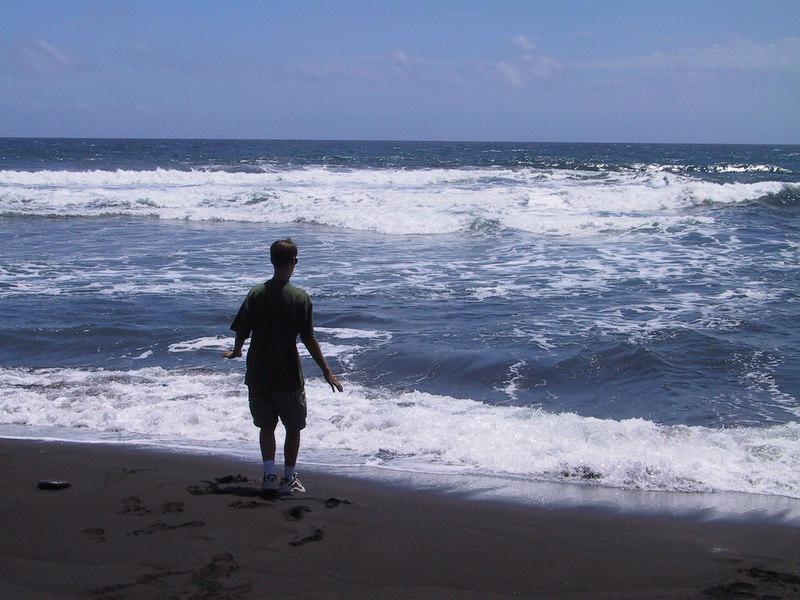 <b>Torin plays with waves on Pololu Beach</b>   (Jul 15, 2001, 11:11am)