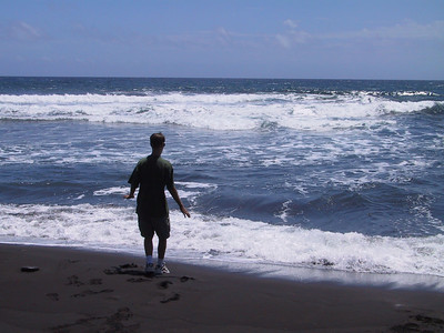 Torin plays with waves on Pololu Beach   (Jul 15, 2001, 11:11am)
