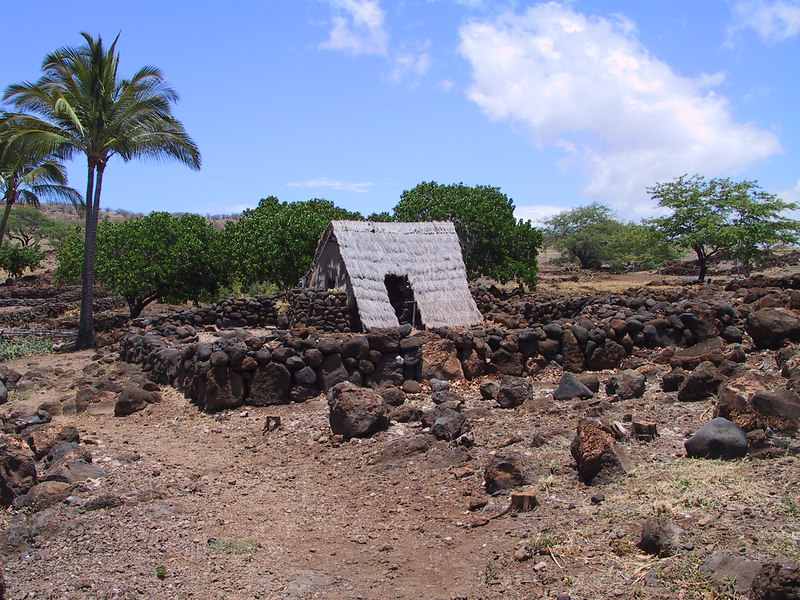 <b>Reconstructed building at Lapakahi State Historical Park</b>   (Jul 15, 2001, 12:47pm)