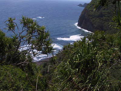 Pololu Beach from trail down   (Jul 15, 2001, 10:50am)