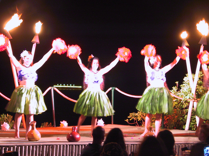<b>Luau dancers</b>   (Jul 16, 2001, 08:00pm)
