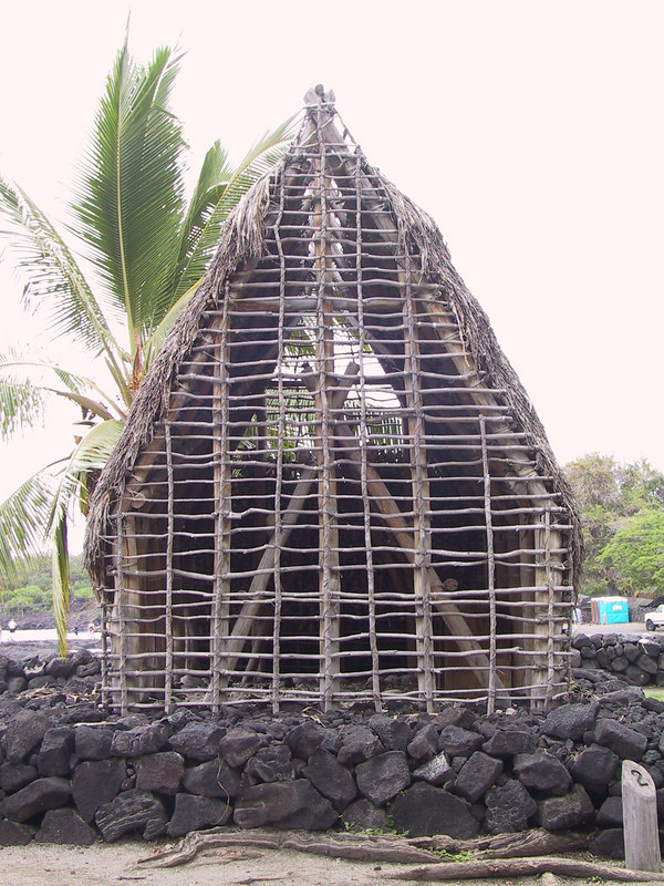 <b>Reconstructed temple at the Place of Refuge</b>   (Jul 16, 2001, 01:05pm)