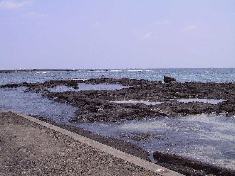 <b>Waterfront near Place of Refuge where we went snorkling</b>   (Jul 16, 2001, 02:12pm)