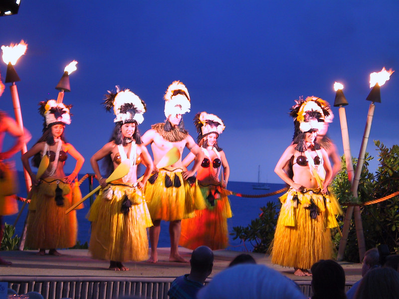 <b>Luau dancers</b>   (Jul 16, 2001, 07:19pm)