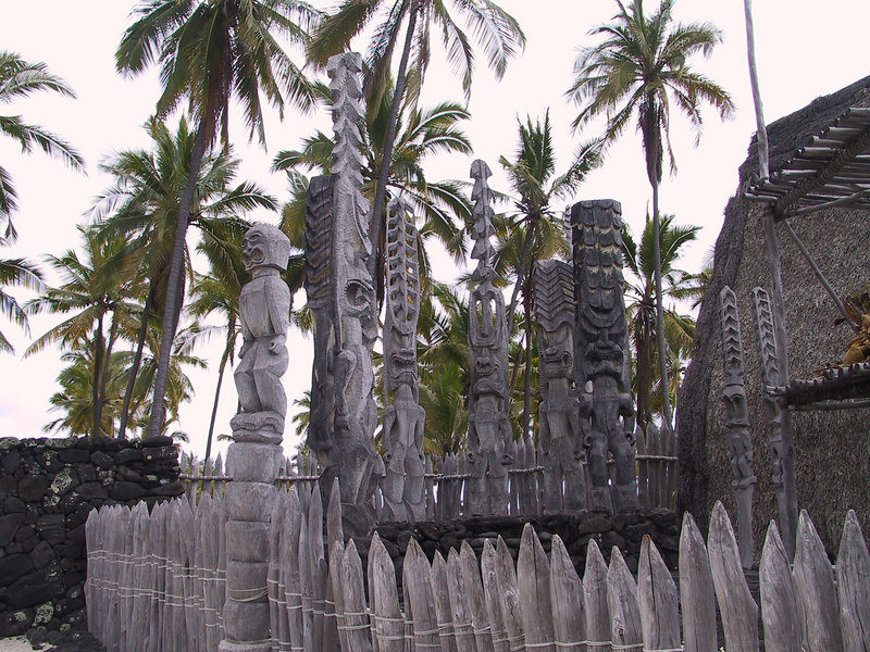 <b>Group of totems at Place of Refuge</b>   (Jul 16, 2001, 12:54pm)