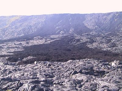 Black aha lava over gray pahoehoe lava   (Jul 17, 2001, 04:32pm)