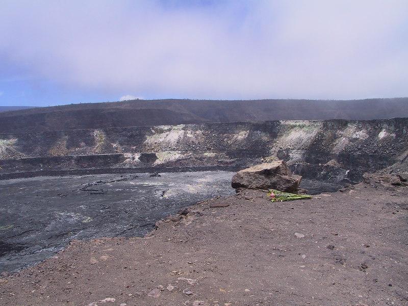 <b>Offering at Halemaumau Crater</b>   (Jul 17, 2001, 12:24pm)