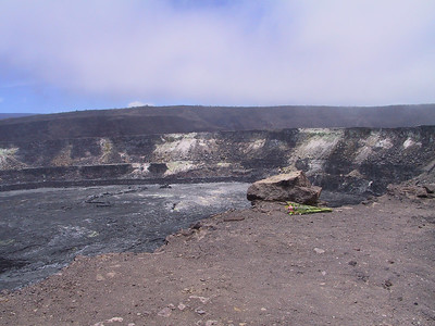 Offering at Halemaumau Crater   (Jul 17, 2001, 12:24pm)