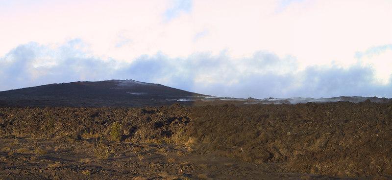 <b>Panorama of steam rising near Mauna Ulu</b>   (Jul 17, 2001, 06:34pm)